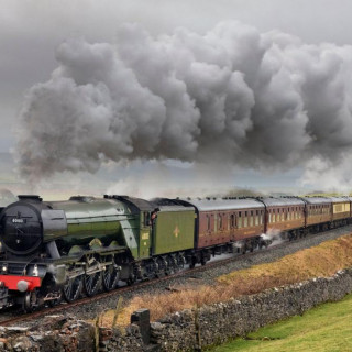 LEGENDARY FLYING SCOTSMAN RECREATES JOLLY FISHERMAN EXCURSION FROM LONDON TO SKEGNESS